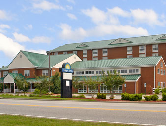 Days Inn - Colonial Resort