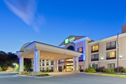 Holiday Inn Express & Suites - Winchester